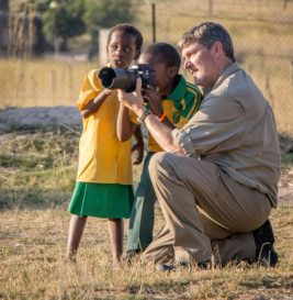 kruger-photography-volunteer-teaching-children-e1537349110343